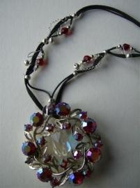 036 Rode kristallen en zilverdraad