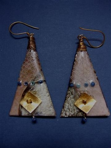 307 Piramide oorsieraad. Verkocht