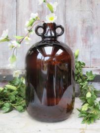 Oude bruine glazen gistfles / glazen kruik