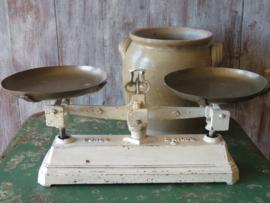Oude Franse gietijzeren weegschaal