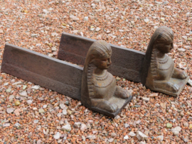 Antieke Franse gietijzeren haardbokken / vuurbokken sphinx, 19e eeuw