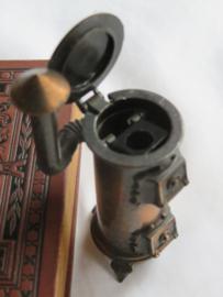 Miniatuur bronsmetalen kachel (puntenslijper)