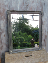 Brocante oude spiegel in antracietgrijze barok lijst