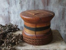 Antieke houten hoedenmal