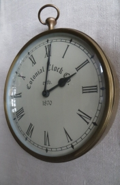 Wandklok Colonial Clock Co. est. 1870, messing kast