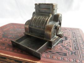 Miniatuur bronsmetalen kassa (puntenslijper)