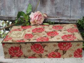 VERKOCHT Grote oude stoffen doos met rozen