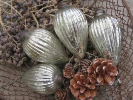 Brocante kerstballen geribbeld zilver