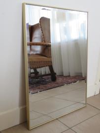 Facet geslepen spiegel in strakke gouden lijst