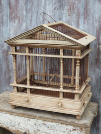 Oude brocante houten vogelkooi