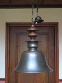 Antieke bronskleurige metalen hanglamp, metaal en hout