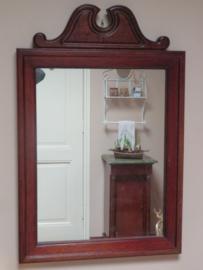 Oude spiegel in notenhouten lijst, 72 x 47 cm