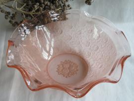 Antieke roze glazen schaal met rozendecor