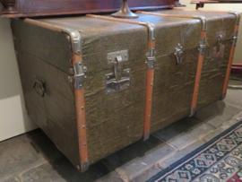 Antieke Franse hutkoffer scheepskist salontafel