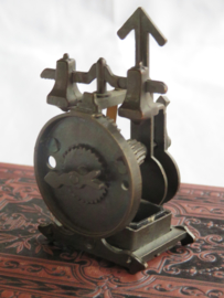 Miniatuur bronsmetalen uurwerk (puntenslijper)