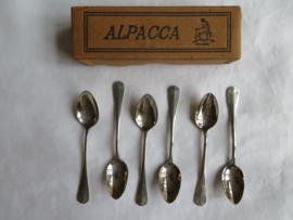 Set van 6 Alpacca mokkalepeltjes / advokaatlepeltjes in origineel doosje