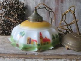 Antieke brocante hanglamp met opaline glazen kap