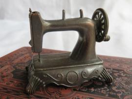 Miniatuur bronsmetalen naaimachine (puntenslijper)
