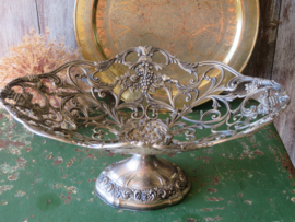 Oude Franse zilverkleurige opengewerkte schaal op voet