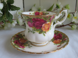 Dames kop en schotel Royal Albert Old Country Roses
