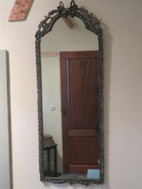 VERKOCHT Brocante smalle spiegel in donkergrijze houten lijst, 116x42 cm