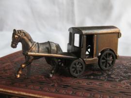 VERKOCHT Miniatuur bronsmetalen paard en koets