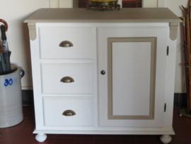 Grote brocante witte grenen commode dressoir kast