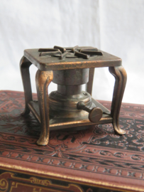 Miniatuur bronsmetalen stoof (puntenslijper)