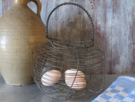 Oud Frans draadmandje eiermandje