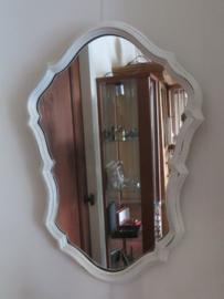 VERKOCHT Oude brocante ovale Franse spiegel in witte houten lijst, 62 x 43 cm