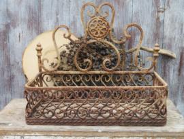 VERKOCHT Oude Franse gietijzeren jardiniere / gietijzeren mand bak