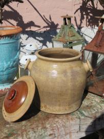 VERKOCHT Oude antieke Franse grespot met deksel, 20cm (artikelnr. 74)