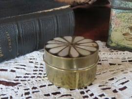 Antiek koperen pillendoosje met parelmoer inleg