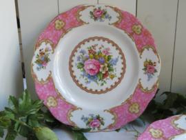 VERKOCHT Ontbijtborden Royal Albert Lady Carlyle, 20 cm