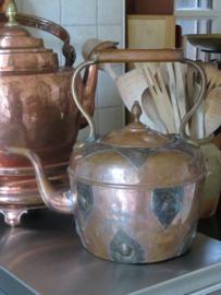 Oude koperen waterketel