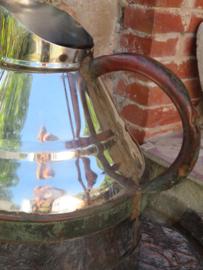 Stoere oude Franse roestvrijstalen wijnkan