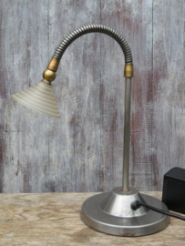 Retro vintage metalen bureaulamp met glazen kap en 2-standen schakelaar