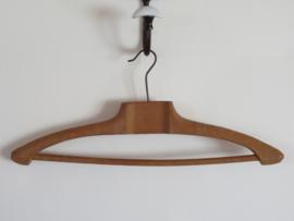 verkocht* Oude Franse houten kleerhangers met broekenstang