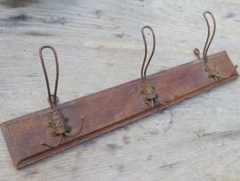 VERKOCHT Oude Franse houten kapstok met 3 draadhaken