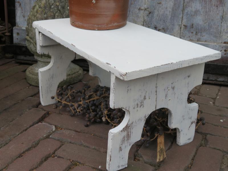 Goede Oud wit houten krukje / voetenbankje | * Stoelen, Krukken en AB-85