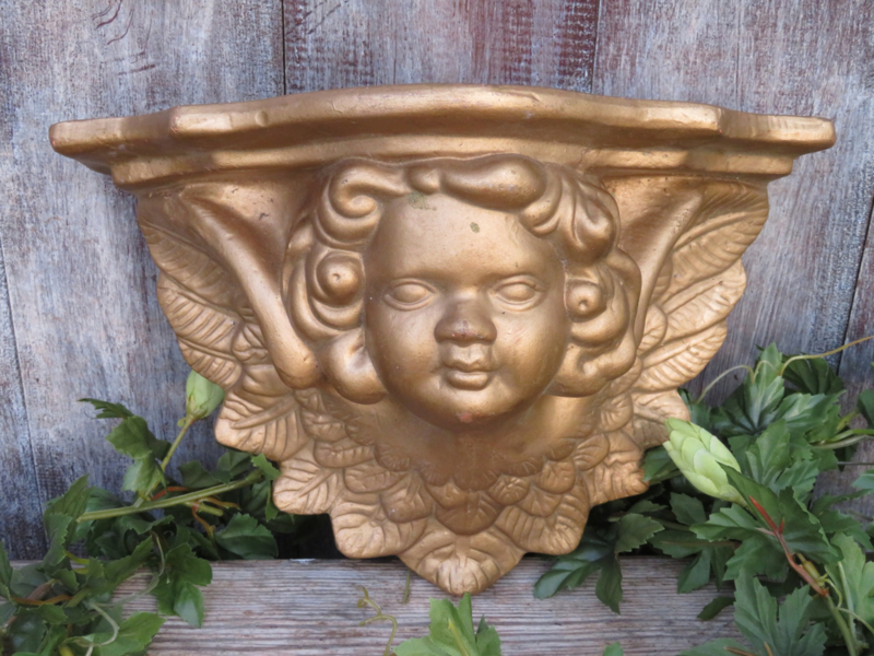 Barok stenen console van een engel