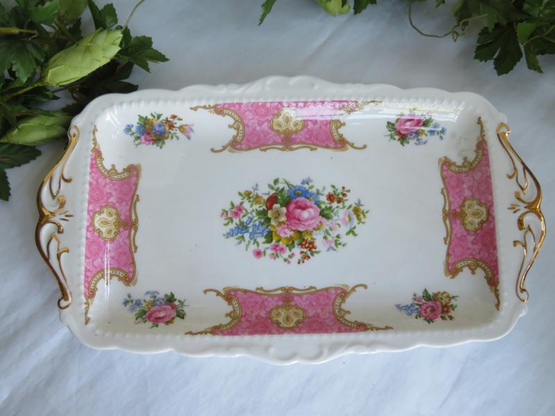 VERKOCHT Rechthoekige cakeschaal Royal Albert Lady Carlyle, 29 cm