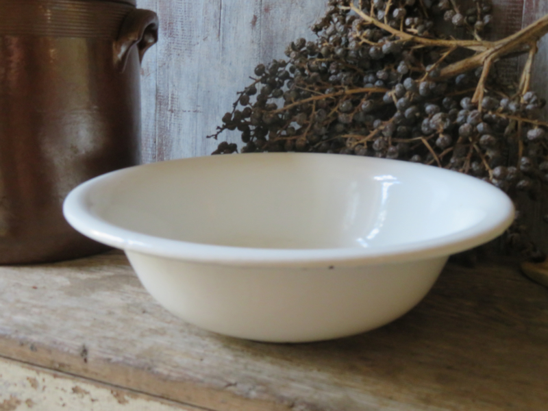 Oude witte emaille schaal 26 cm