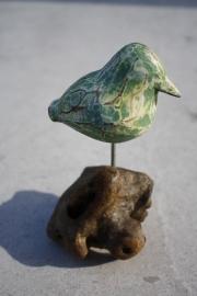 Vogel op houten voet groen-wit