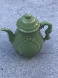 Miniatuur koffie- en theepotje