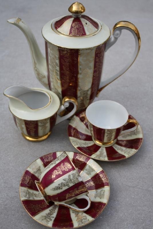 Brocante koffiesetje creme/bordeaux/goud