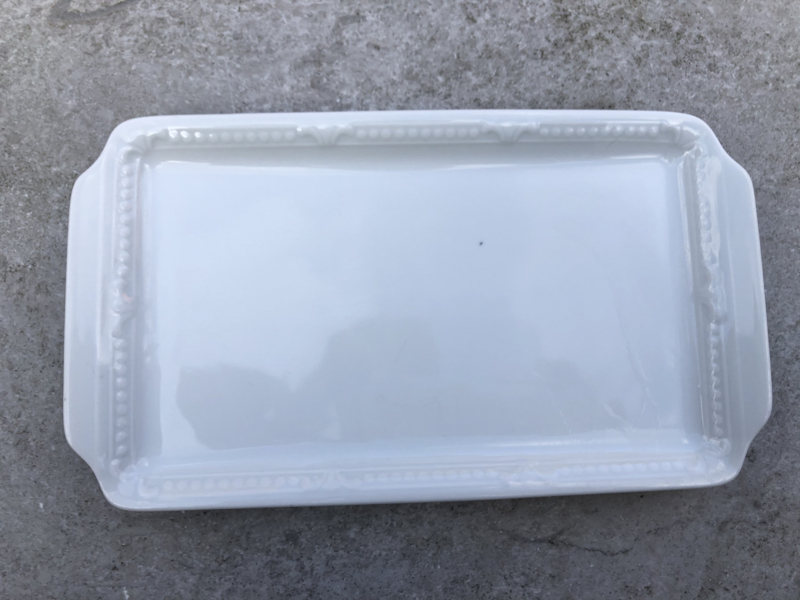 Wit porseleinen plateautje