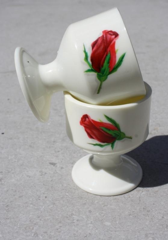 Vintage kunststof eierdopjes roos