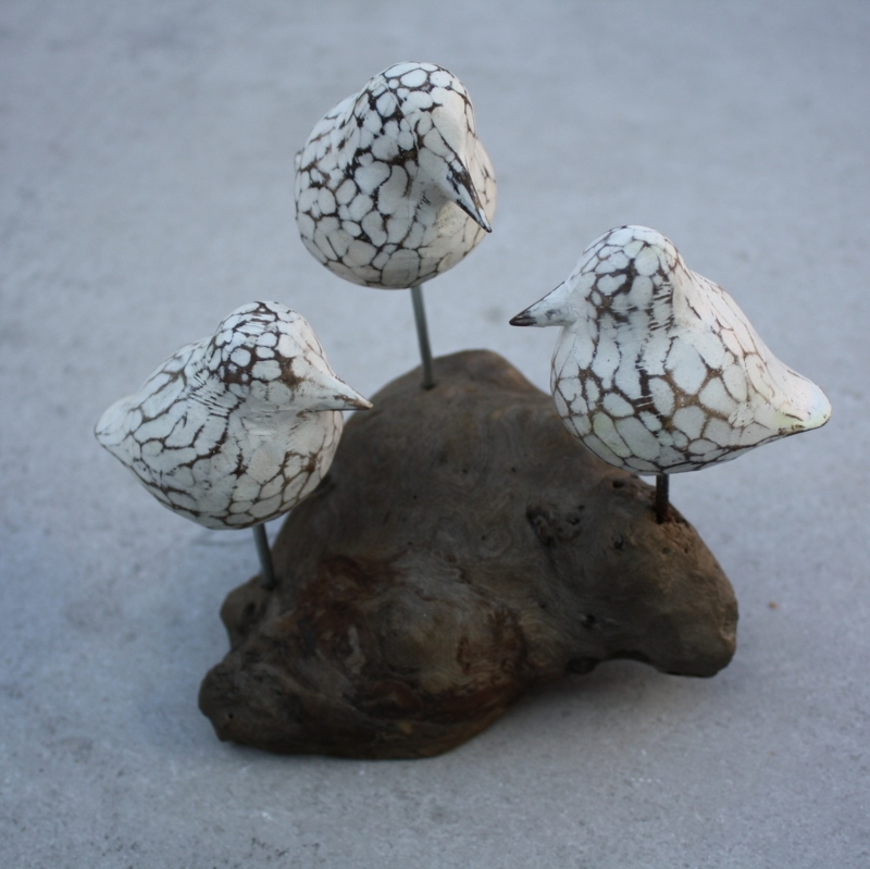 3 vogels op houten voet wit 2
