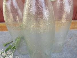 Oude Franse limonadefles met beugel